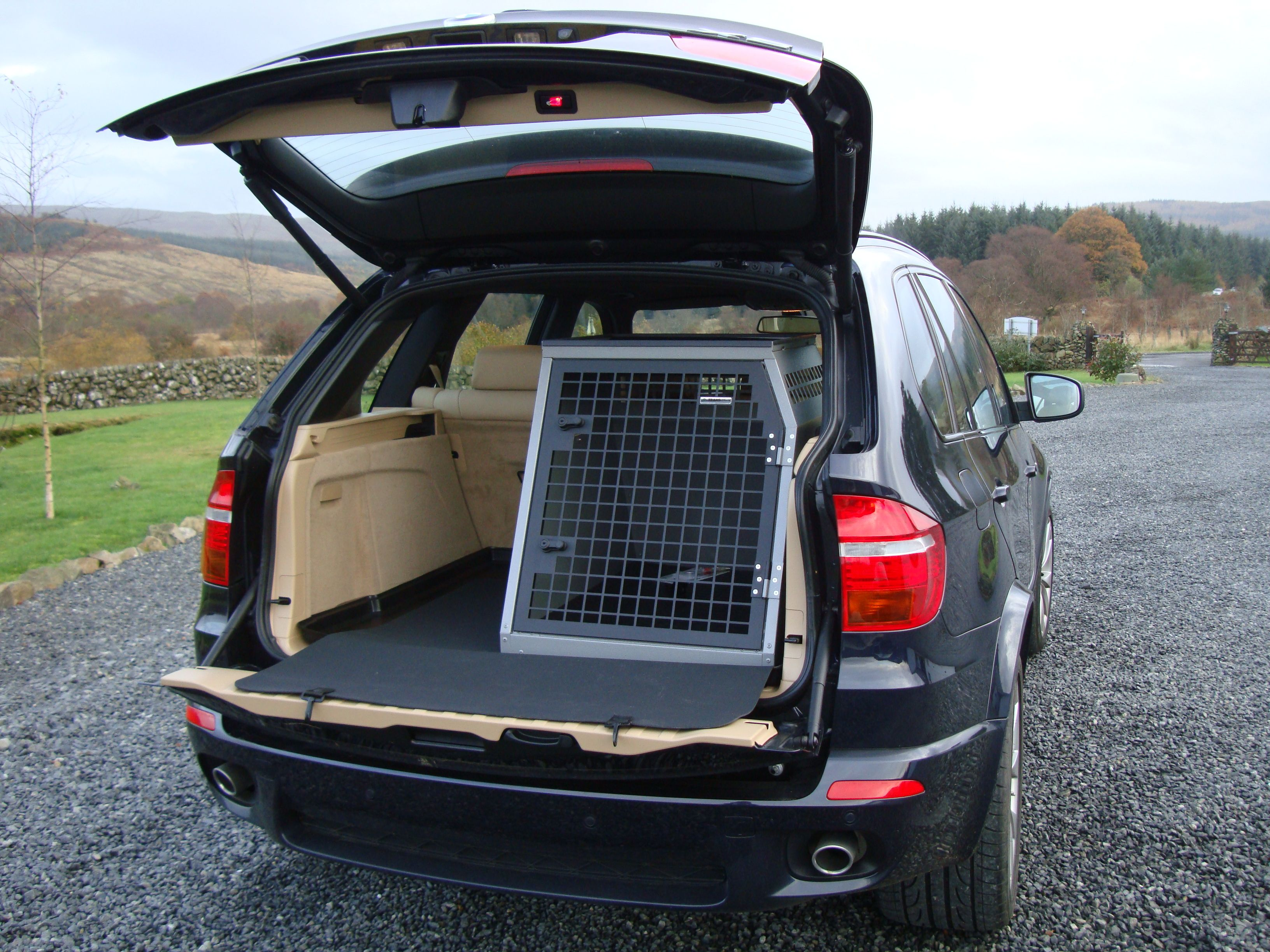Transk9 B23 Bmw X5 Dog Cage Dog Crate Www Transk9 Com Puppies Tips Dog Crate Dog Cages