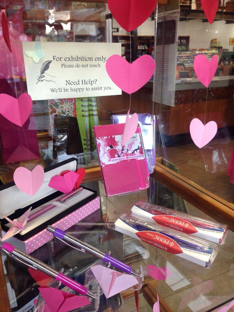 Decoraci n sandi bookstore d a del amor y la amistad for Decoracion amor y amistad