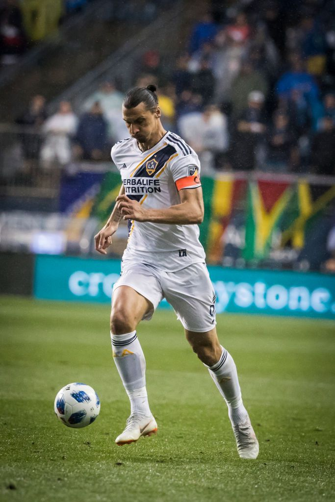 Chester Pa July 21 Zlatan Ibrahimovic 9 Of La Galaxy Drives Toward The Goal During T Zlatan Ibrahimovic Fotos De Jogadores De Futebol Jogadores De Futebol