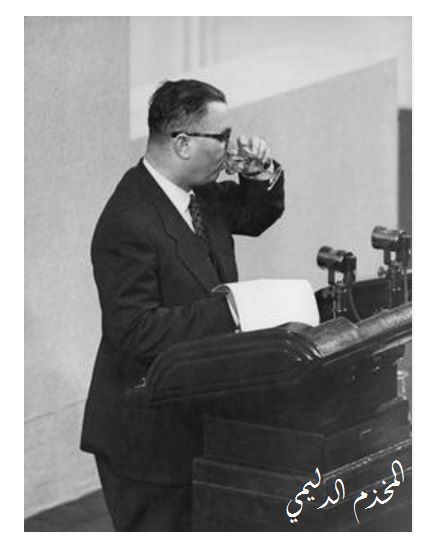السياسي العراقي محمد فاضل الجمالي يشرب كوب ماء خلال القائه خطابا في احد المؤتمرات في العهد الملكي Baghdad Iraq Photo