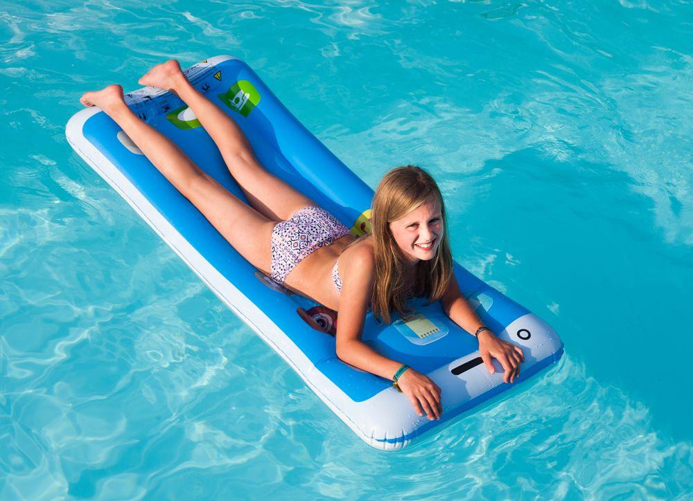 Im Urlaub Entspannen Geht Pefekt Im Pool Oder Am Strand Und See Und Naturlich Mit Der Smartphone Luftmatratze Denn Auf Der Smartpho Luftmatratze Matratze Pool