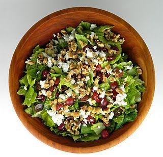 Ensalada verde con queso de cabra y uvas