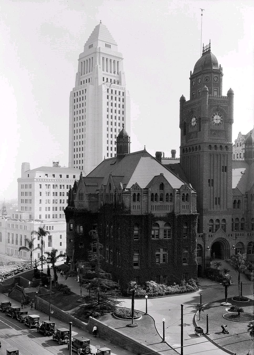 The Old La Courthouse With The Clock Faces Only 1 Of The Four Wherabouts Known Los Angeles History Los Angeles City Vintage Los Angeles