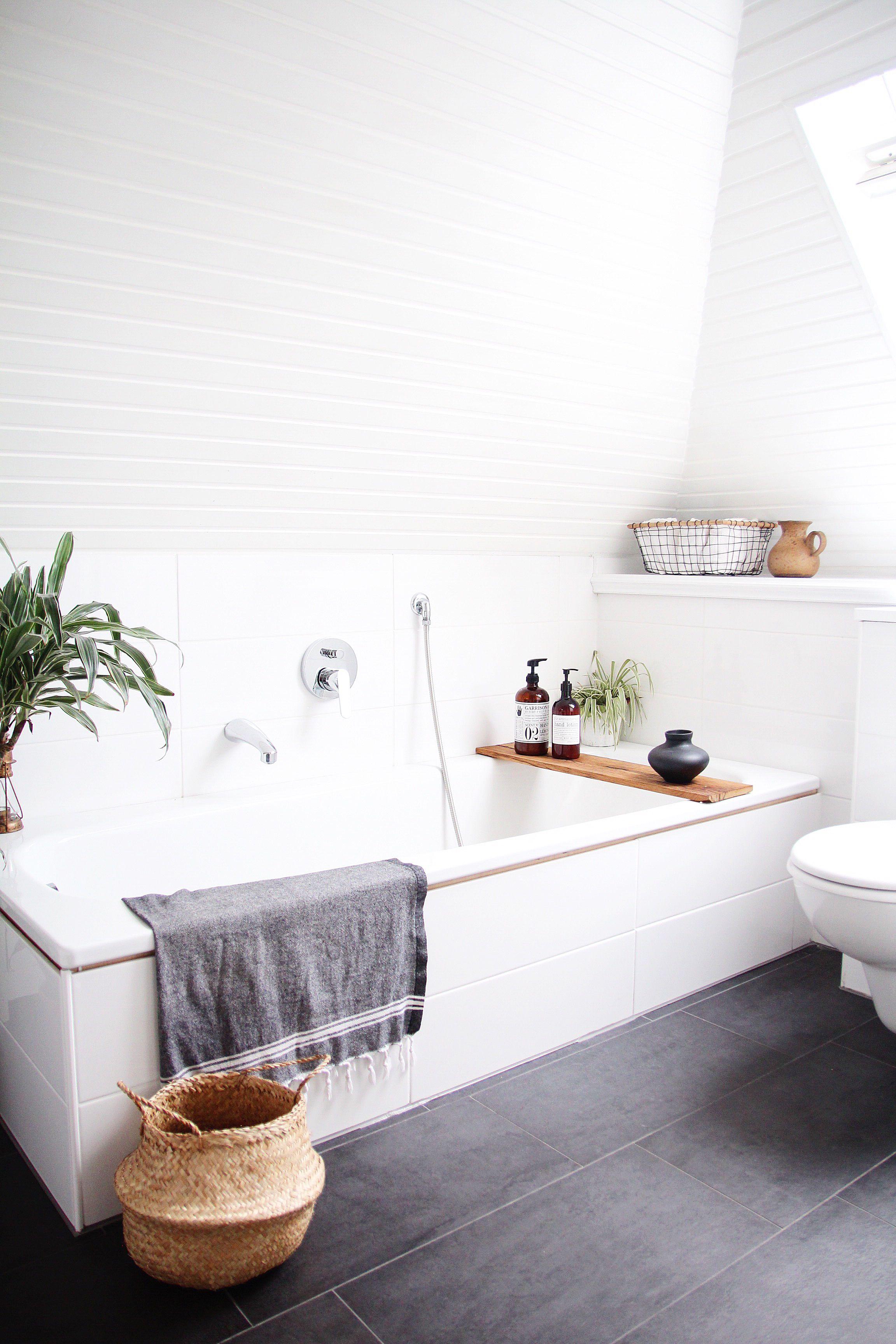 Badezimmer selbst renovieren  Light balls  Bathroom interior Guest toilet und Bath