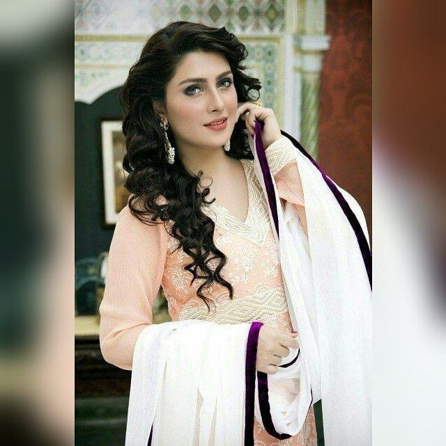 The gorgeously beautiful Ayeza Khan.  #ayeza #khan #natural #beauty #love #lollywood #bollywoodactress #bollywood #hollywood #celebrities #celebrity #pakistan #actress http://tipsrazzi.com/ipost/1508119734330475354/?code=BTt6uhzhkNa