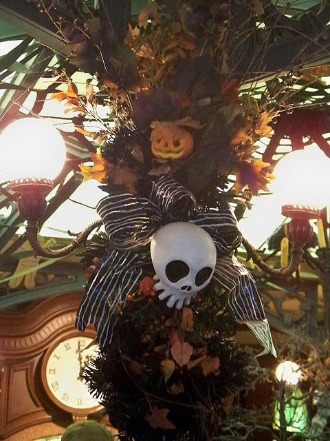 Nightmare Before Christmas In French.Nightmare Before Christmas Decor In The French Market