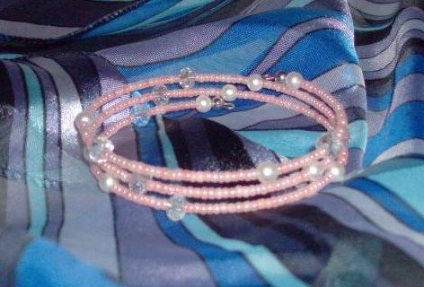 memory wire bracelet peach seed bead, pearl and rondells