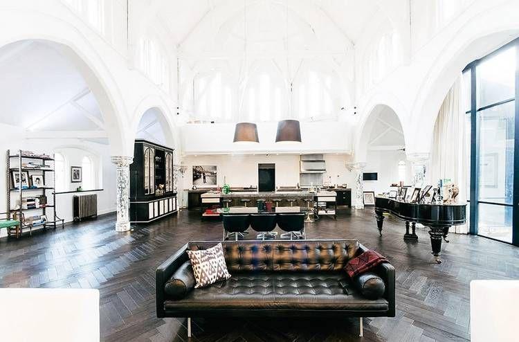 Transforman una iglesia abandonada en una casa de lujo Diseño y
