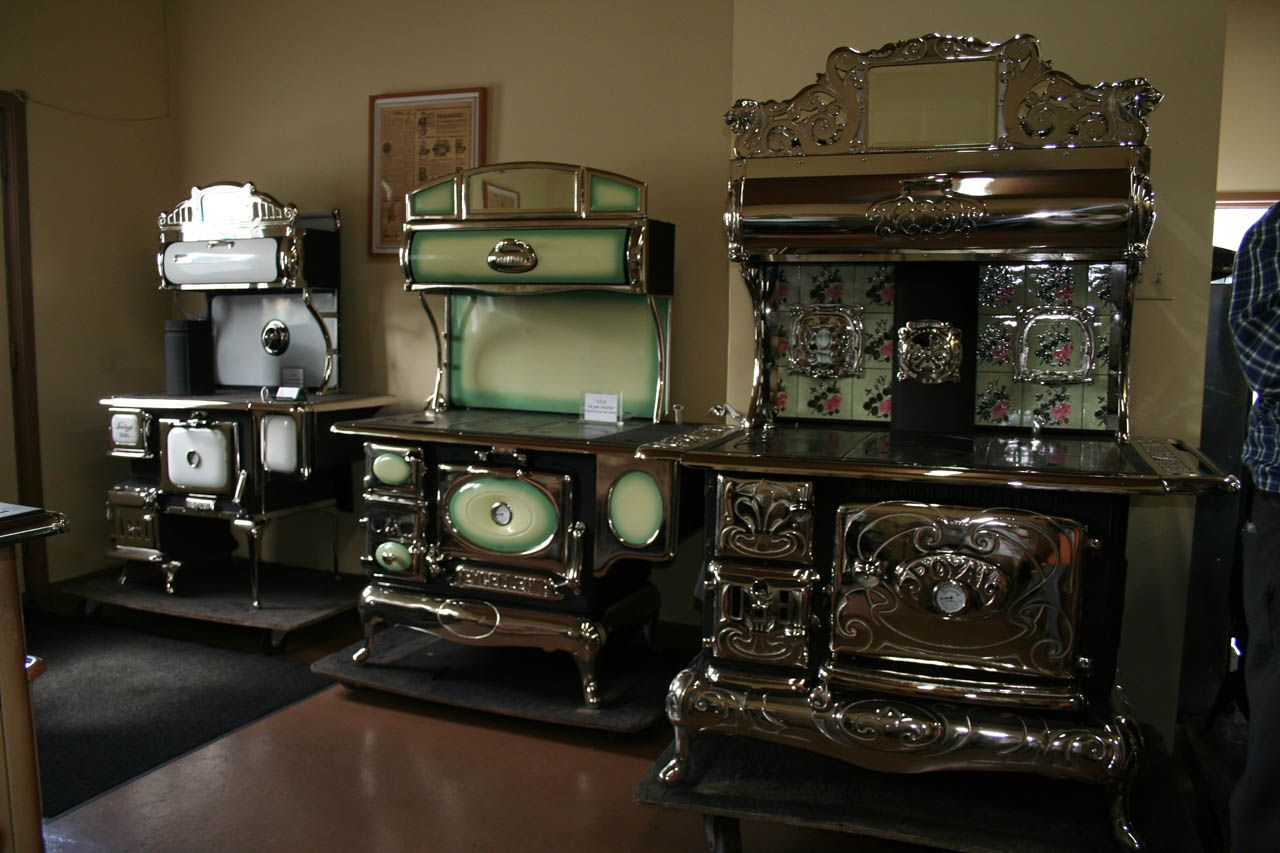 1939 po les bois montr al rue amherst magasin b langer berthier sur mer les po les bois. Black Bedroom Furniture Sets. Home Design Ideas