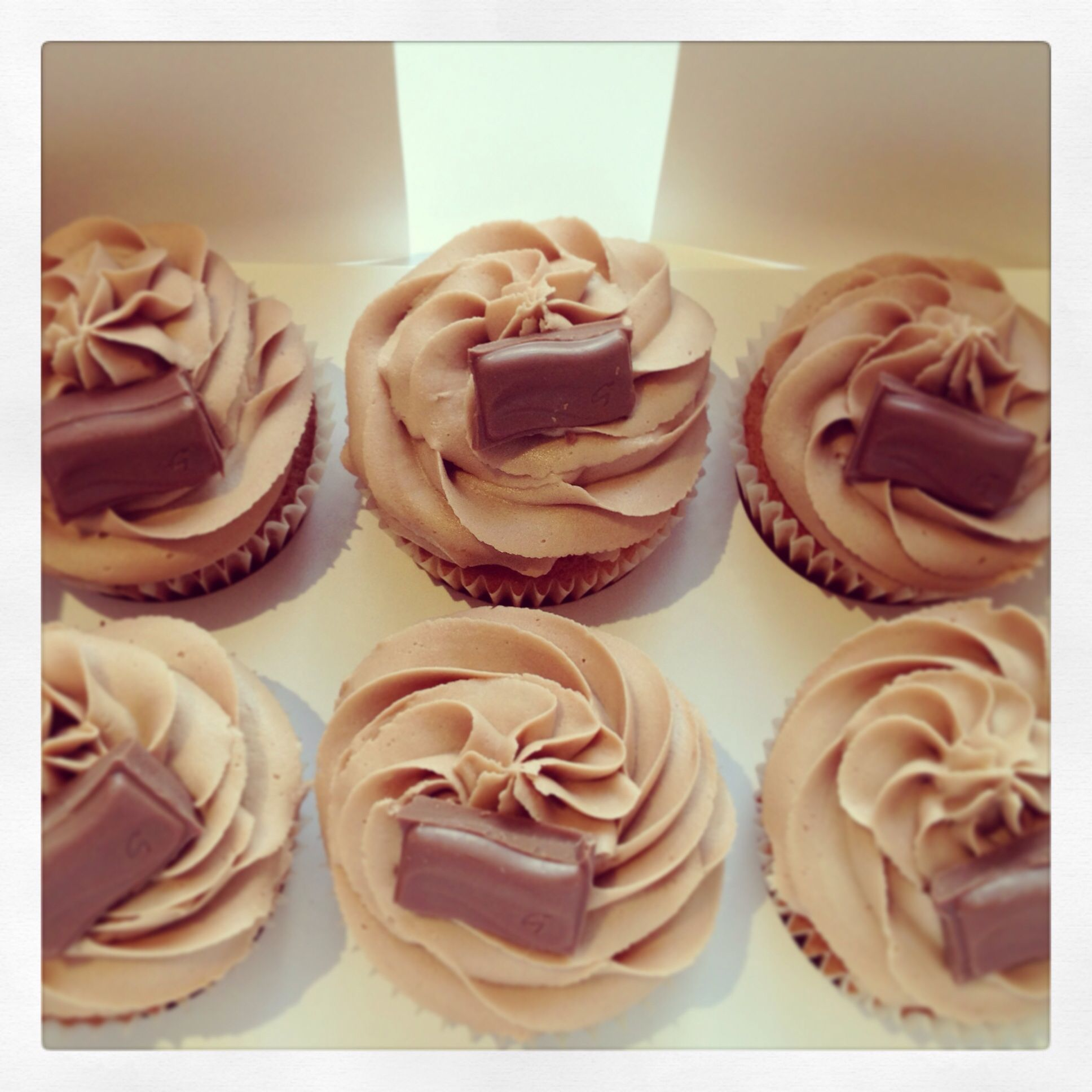 Galaxy Chocolate Cupcakes | everything nice ******** | Pinterest ...
