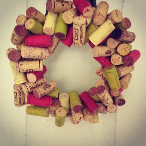 colored wine cork wreath ideas creativas pinterest corchos noel y para navidad. Black Bedroom Furniture Sets. Home Design Ideas