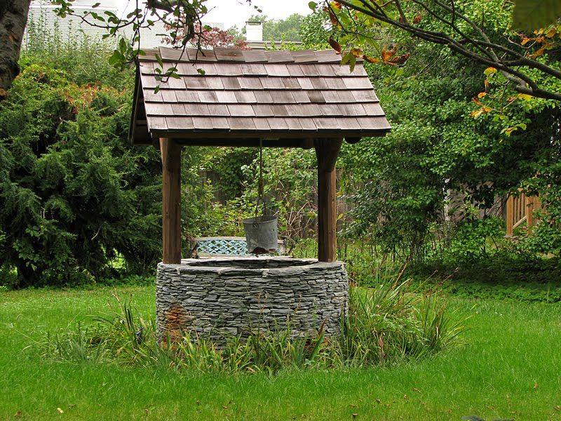 Wishing well backyard wishing well along bridge st for Bomba para jardin