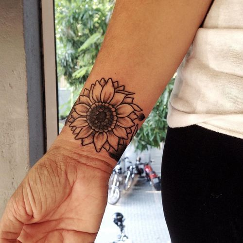 90 Black And White Sunflowers Tattoo Design Ideas Elbow Tattoos Tattoos Sunflower Tattoos