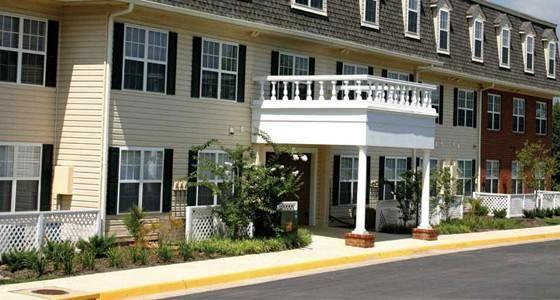 Three Oaks Circle 6200 West Waterford Court Milwaukee Wi 53220 Greendale Three Oaks Senior Apartments