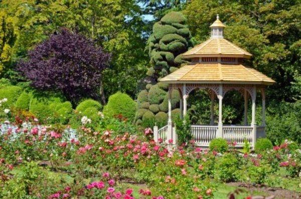 pergola im garten holz gartenlaube offen rund Gartengestaltung