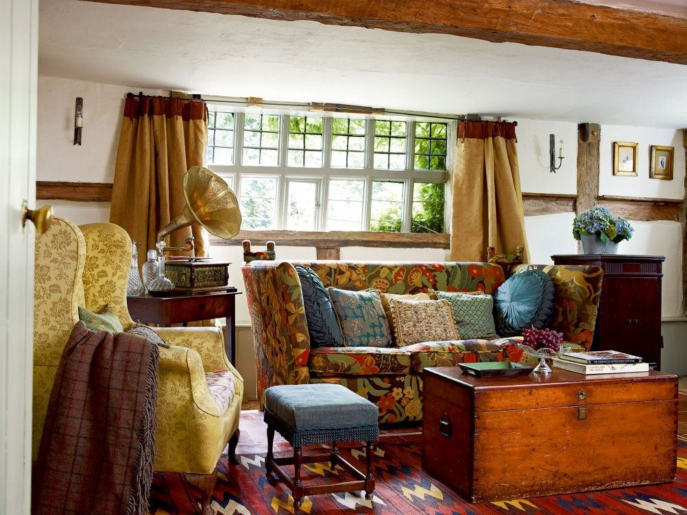 Cozy English And World Styled Sitting Room With: Fascinated About How To Bring Light AND Colour To A