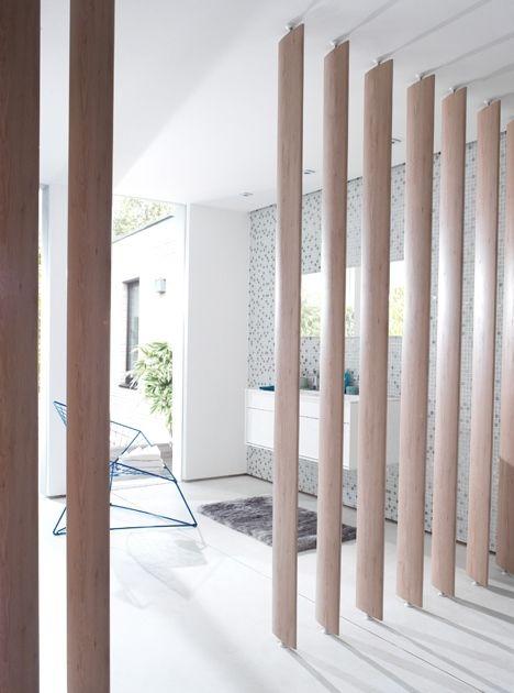 Envie De Creer Un Bel Espace De Vie Modulable Zen Et Cosy Dans Votre Interieur Ces Lames Decoratives O Cloison Modulable Cloison Amovible Deco Entree Maison