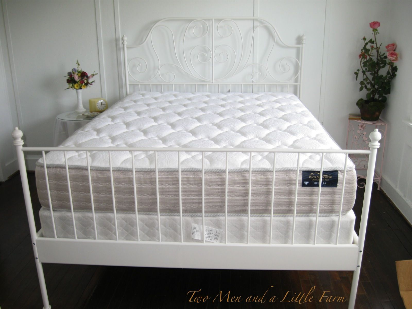 Vintage beds bedrooms google search individual bedroom for Ikea queen size box spring
