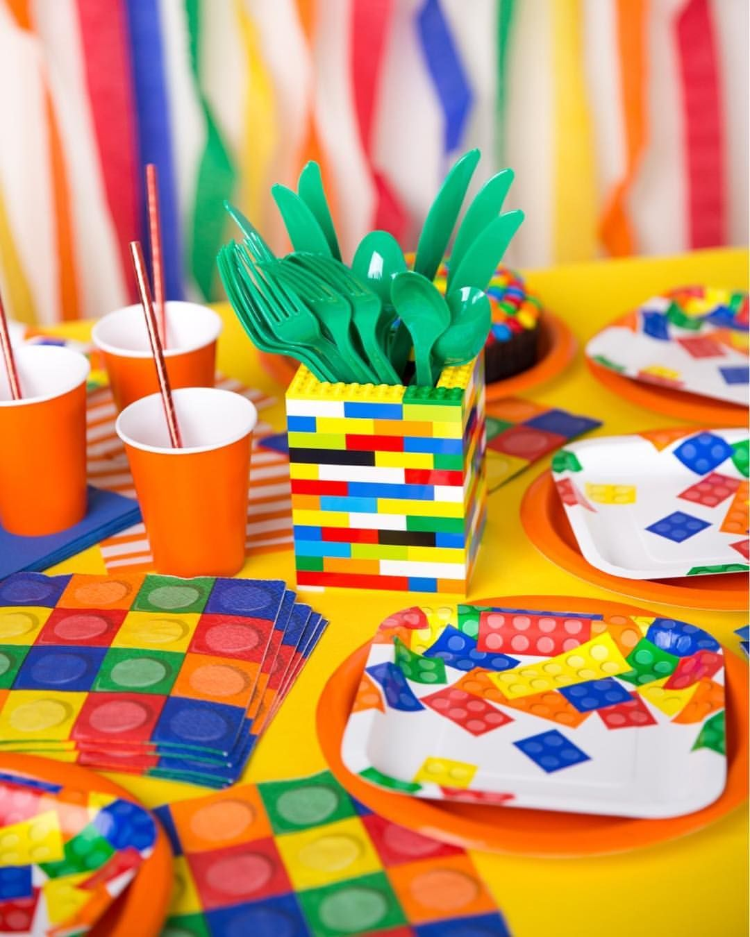 Ain't no party like a LEGO PARTY! ️ Here's an idea for