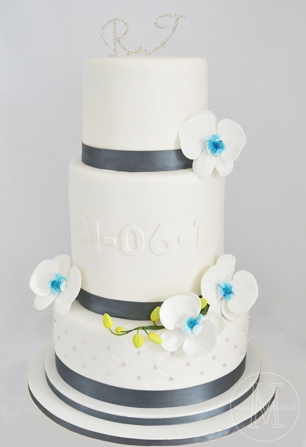 wedding cake with touches of him and her <3 | Layers of Cake ...