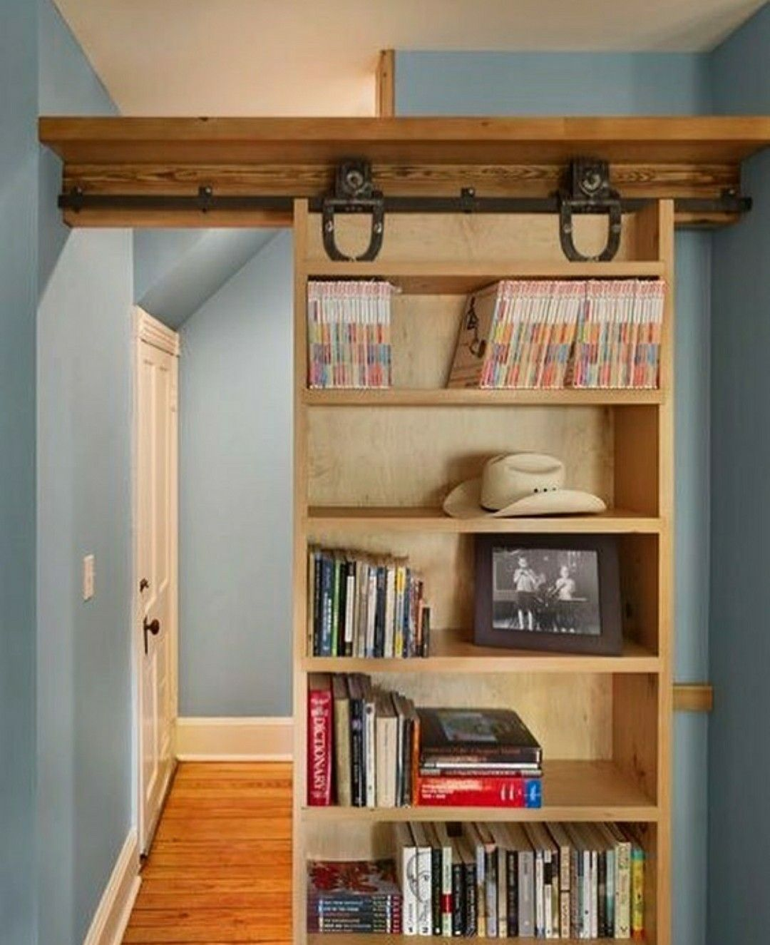Pin By Kori Merema On Arquitetura Inspiracao Home Home Remodeling Bookcase Design