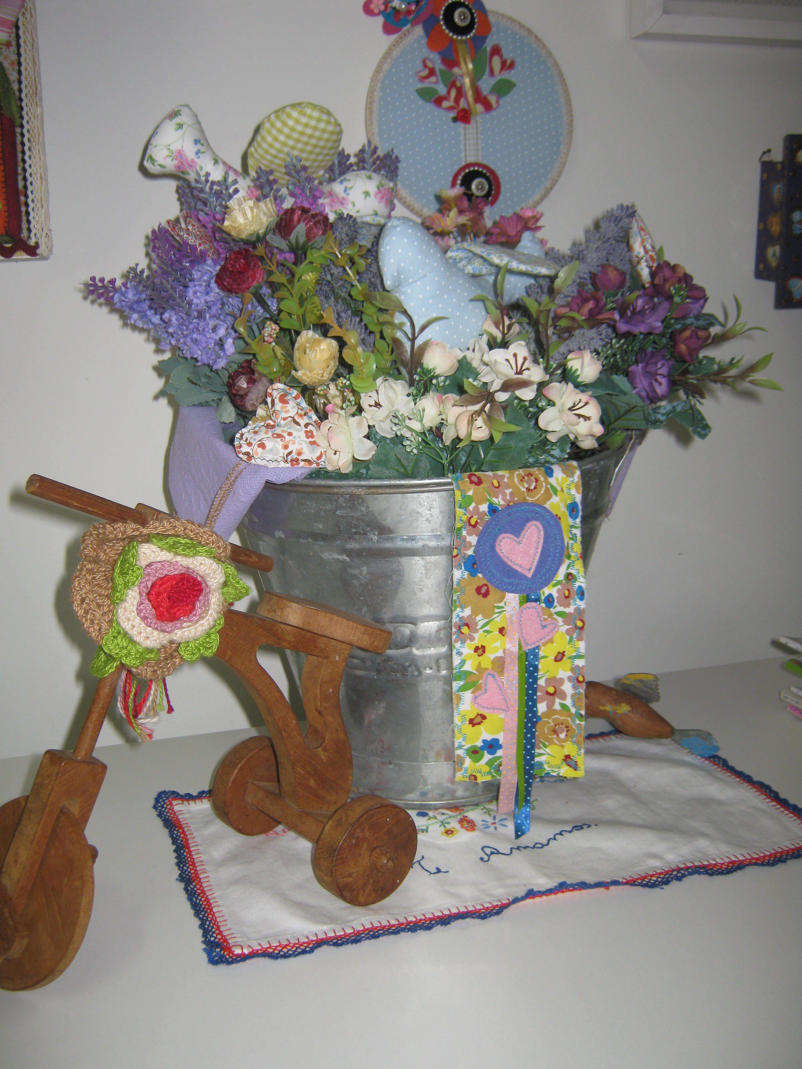 Primeiro as flores, depois os porta guardanapos. E tudo se transforma!!!!!