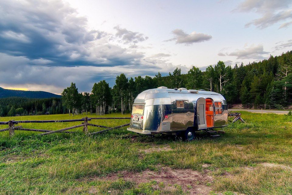"""rolling"" home on the range (via Airstreamin)"