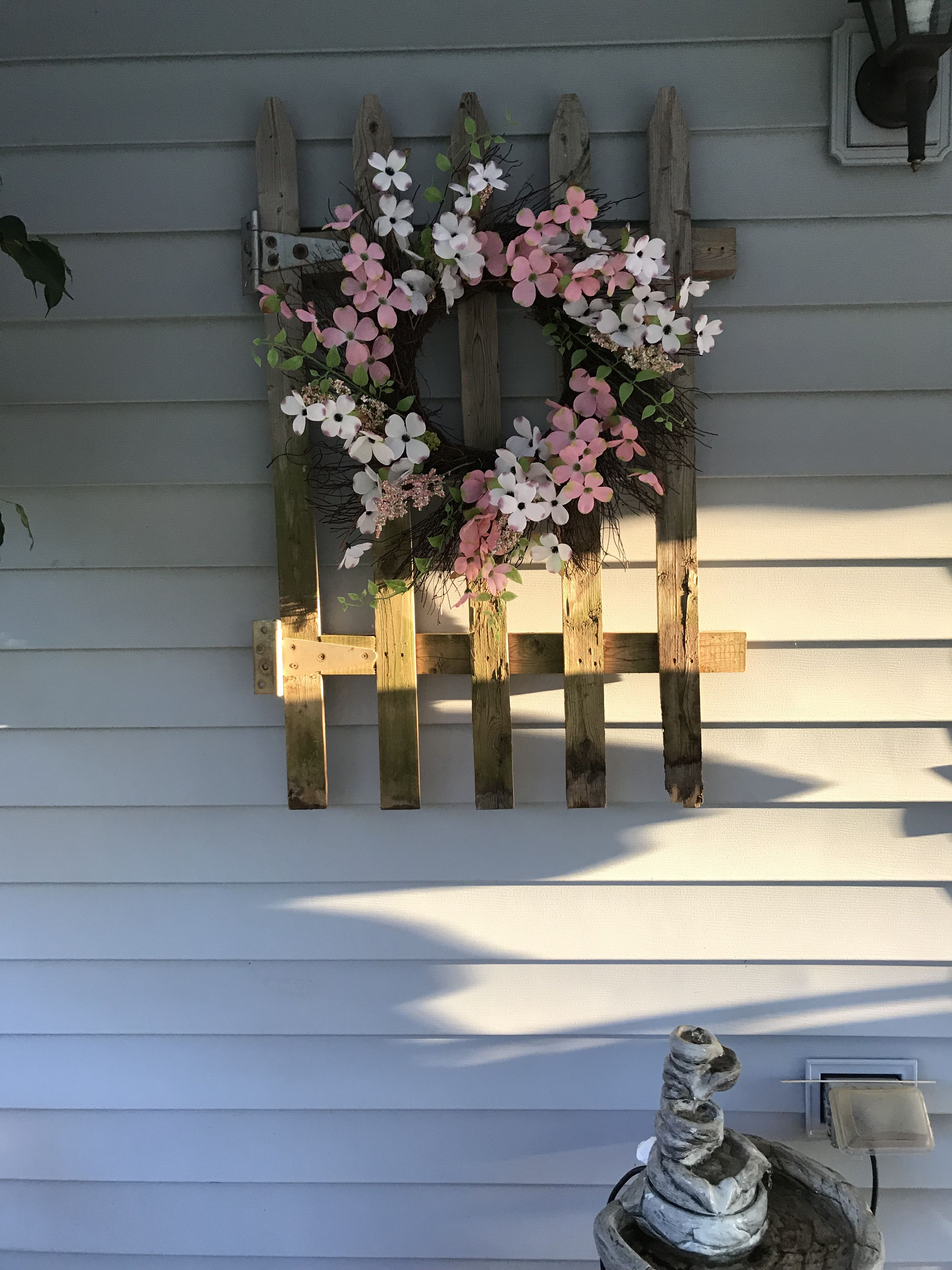 Here is an upcycled picket fence deck wall hanging it