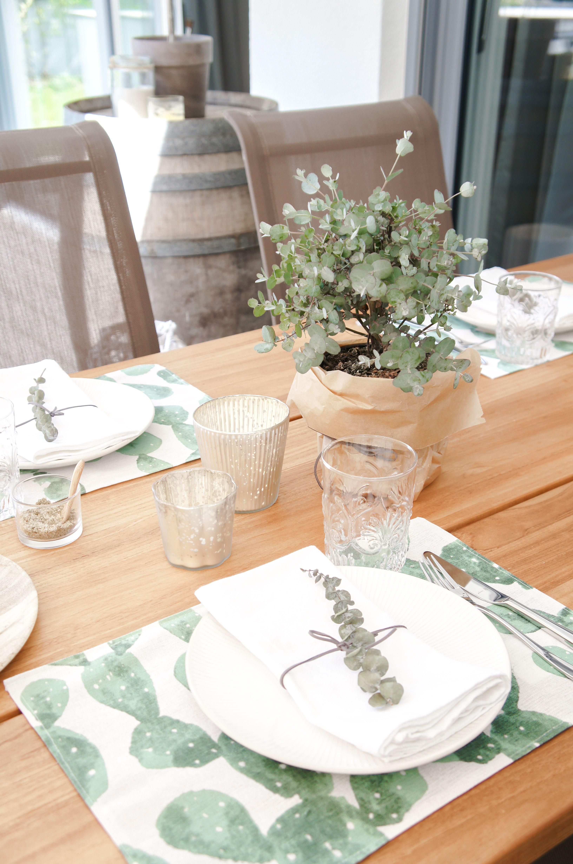 Tischdeko Mit Kaktus Eukalyptus Schone Dekoidee Fur Den Tisch
