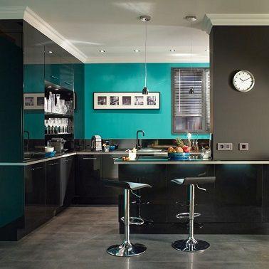 Cuisine moderne peinture bleu lagon et meubles noir | Meuble noir ...