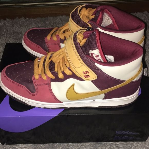 Men's Nike Dunk Mid Pro SB Burgundy/Bronze.. Worn a couple times.