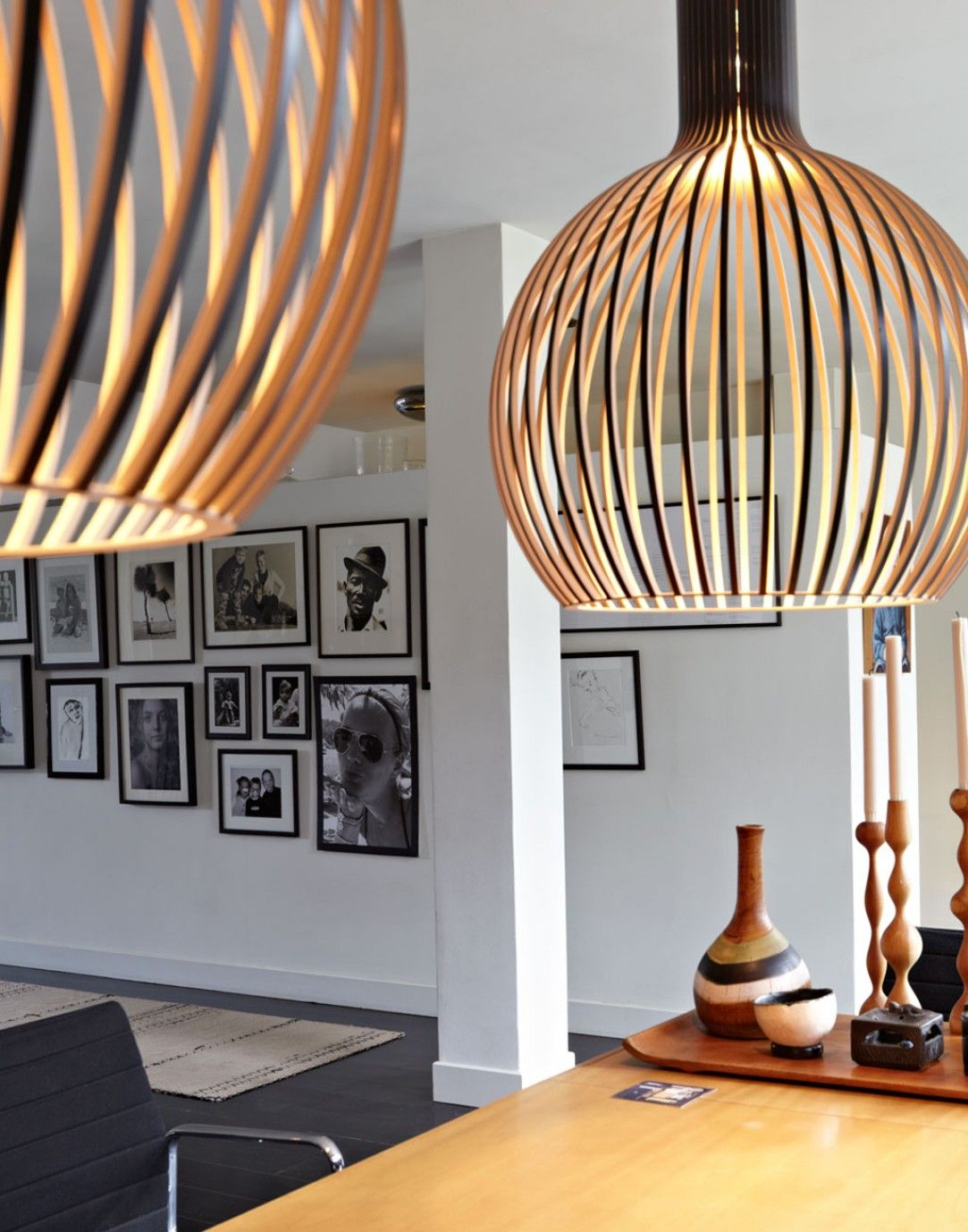 amsterdam-stadsetage-eetkamer-grote-hanglampen-zwart-witte ...