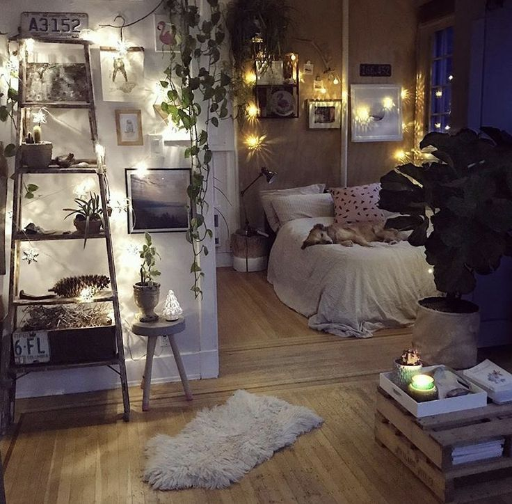 Boho decor idea for a small apartment with bedroom alcove ...