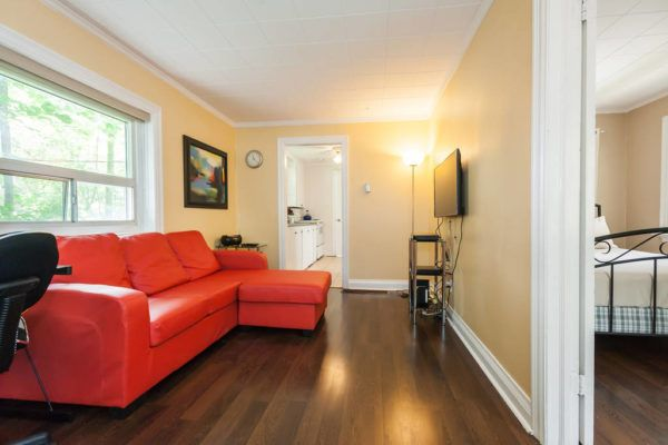 500 Sq Ft Tiny Cottage in Toronto 0010
