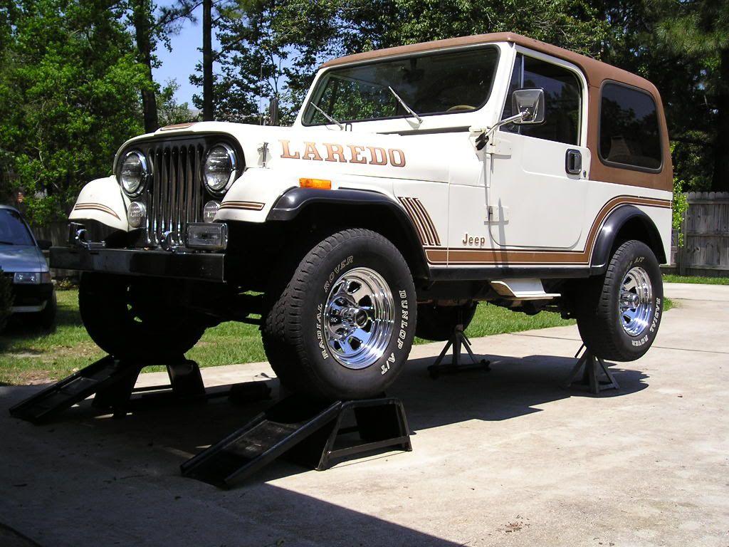 Jeep cj 7 golden eagle white 139