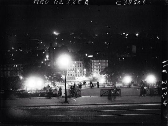 En haut des marches du Sacré Cœur en 1934.