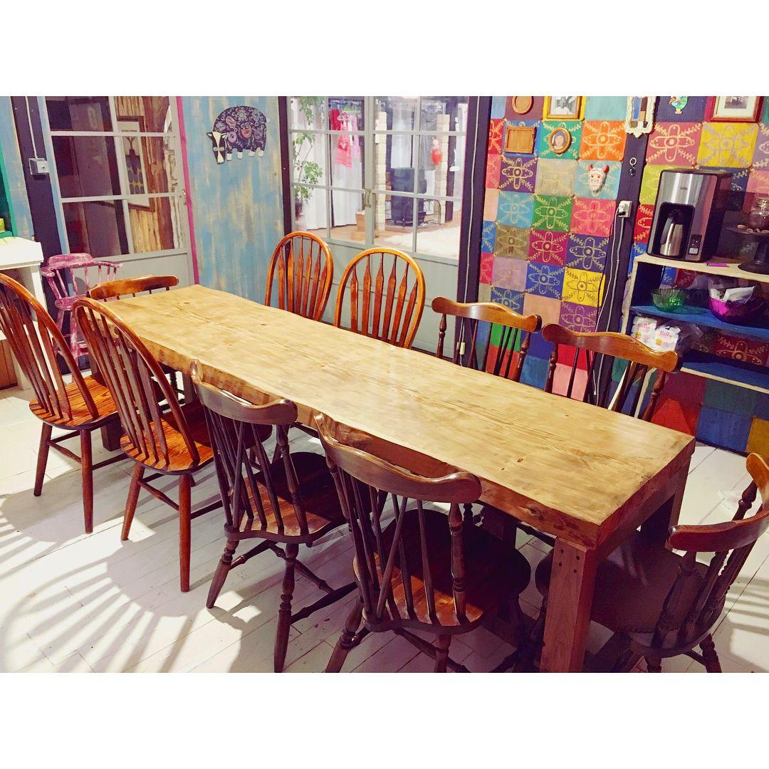 Kotoyo Kamuki 三姉妹ママ On Instagram 新たなるダイニングテーブル完成 もみの木の一枚板 長さ2m50 最大10人がけ 今日からこのテーブ Home Decor Conference Room Table Furniture