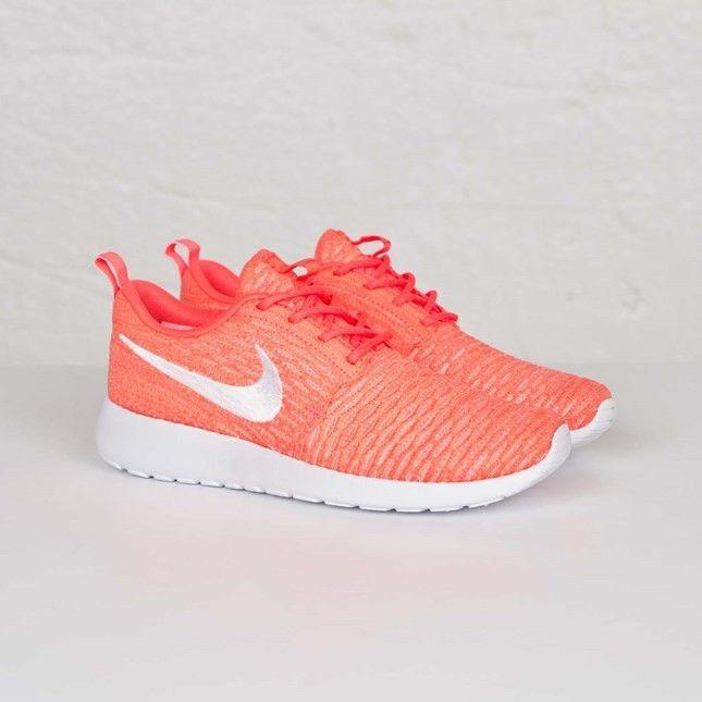 Nike Wmns Roshe Run Flyknit Femmes Chaussures De Sport Lave Chaude/Coucher  Du Soleil Blanche