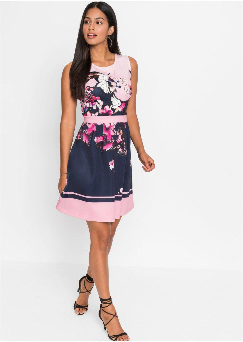 modisches kleid in taillierter form - rosa bedruckt