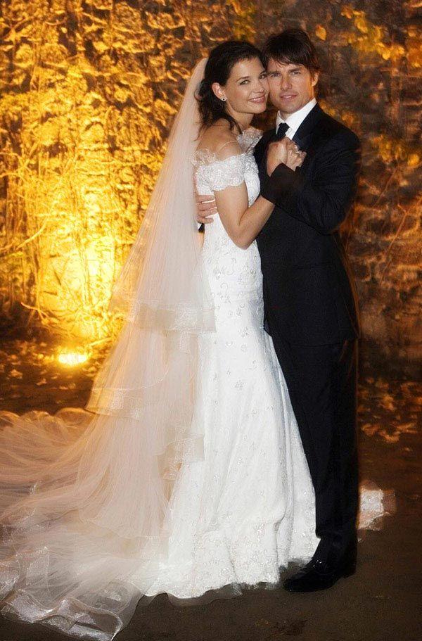 Tom Cruise Katie Holmes Wedding Remembered Famous Wedding Dresses Celebrity Wedding Photos Celebrity Bride