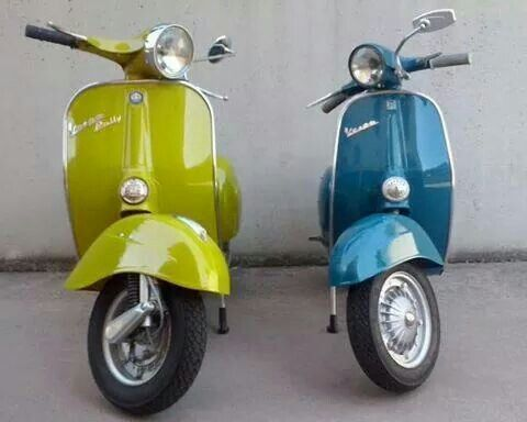 Love These Colors And The Scooters With Images Vespa Scooters