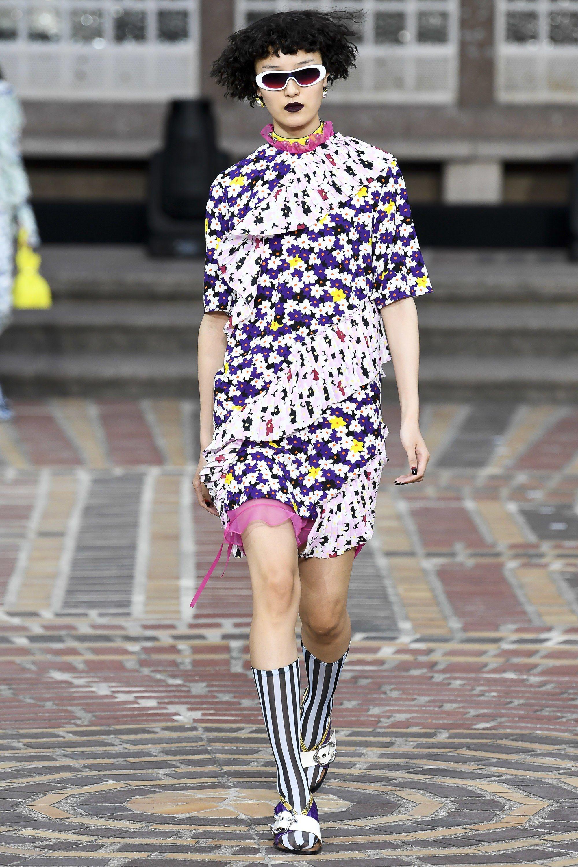 919192804 Kenzo Spring 2018 Ready-to-Wear Fashion Show in 2018 | model ...