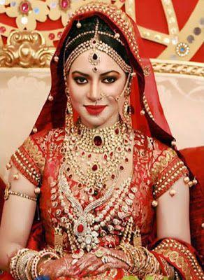 Pretty Bride Makeup Indian Bridal Indian Bridal Makeup Indian Bridal Hairstyles