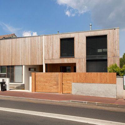 A Bordeaux, une maison de ville, en bois, contemporaine et