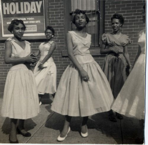 African American Woman In Harlem Ny In The 1930s Wearing The Hottest Fashion Designs Of That Er Vintage Black Glamour American Vintage African American Women
