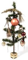 ORNAMENTS 	Cute original feather tree with berries and vintage ornaments