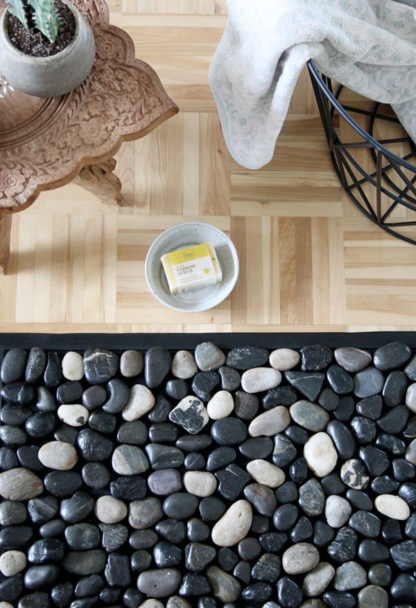 Diy Pebble Bath Mat Bath Rug With River Stones In 2020 Pebble