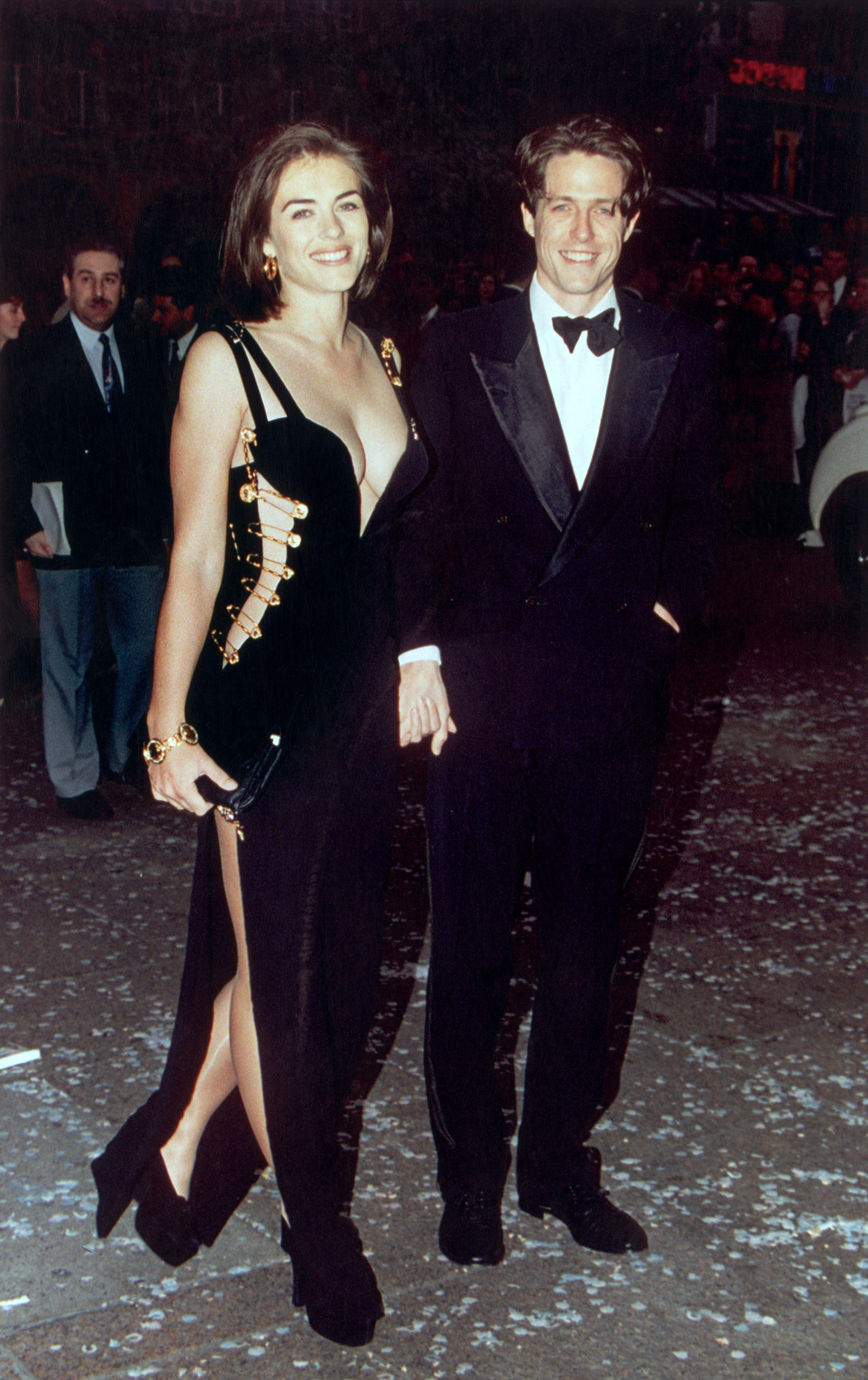Elizabeth Hurley 1994 In 2020 Versace Dress Iconic Dresses Elizabeth Hurley