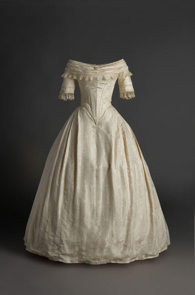 vestido de novia. 1820 - 1825. en tafetán de seda de color marfil