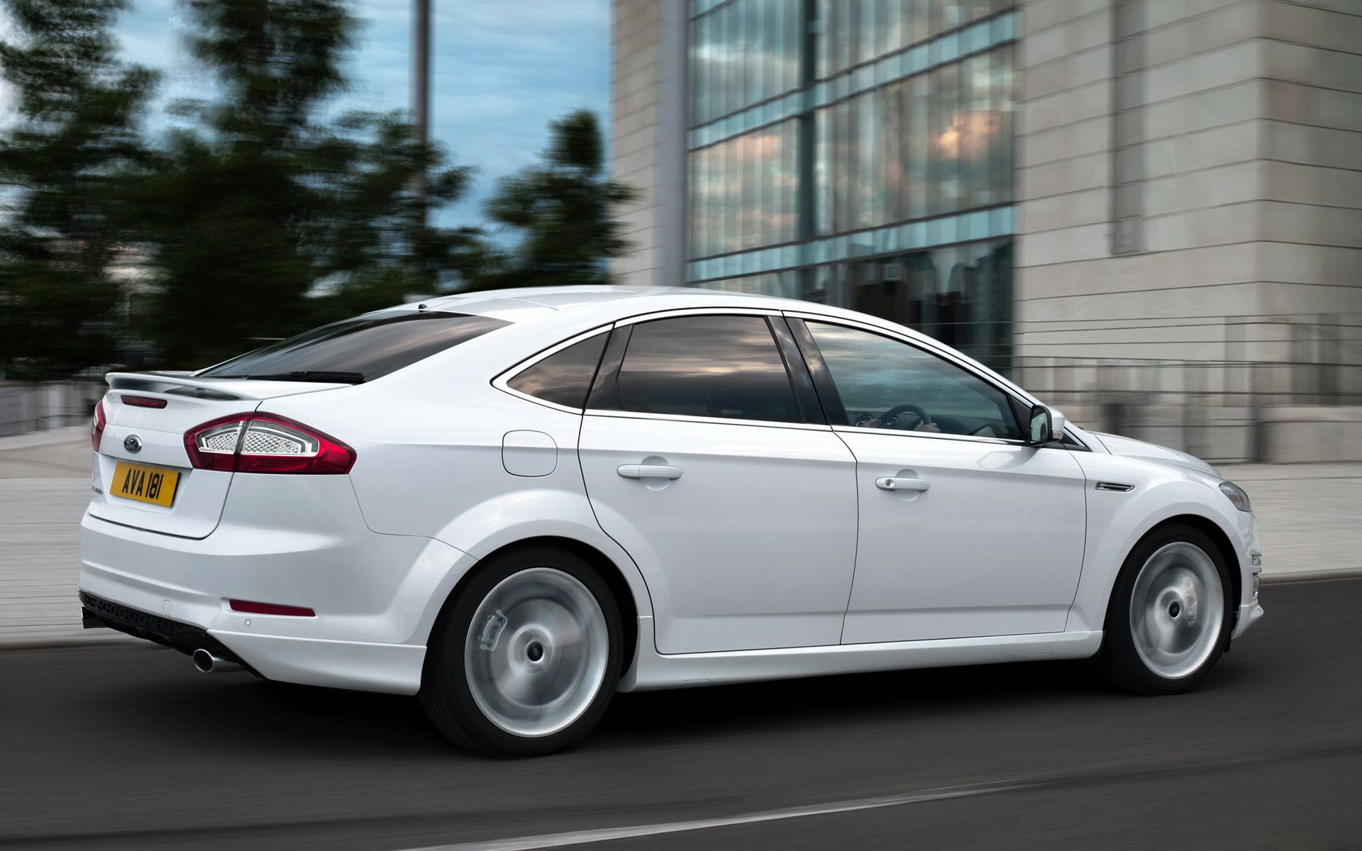 ford mondeo titanium x hatchback cars auto 39 s. Black Bedroom Furniture Sets. Home Design Ideas